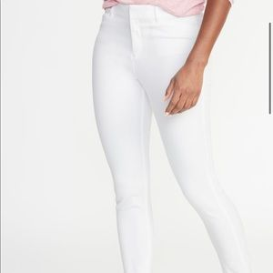 Old Navy bright white mid rise pixie ankle pants 8
